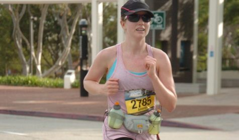 Math teacher Amanda Morris gears up with water bottles, a knee brace, hat, and sunglasses for her first marathon in Long Beach in 2013. Image used with permission from Amanda Morris.
