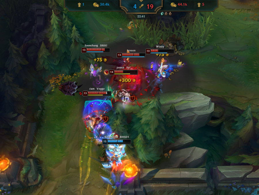 Sunny Hills League of Legends team chases down Bakersfield High School's top laner after a team fight. Screenshot image posted with permission from Soonchang Kwon