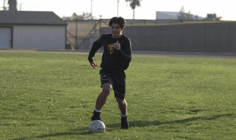 Center midfielder junior Dominic Mancia dribbles a soccer ball during practice at the Sunny Hills soccer field Nov. 14. Photo taken by Accolade photographer Paul Yasutake