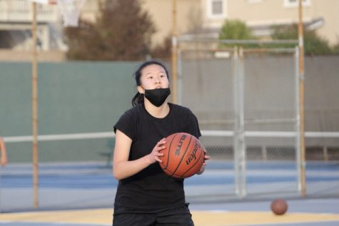 Girls basketball shooting guard junior Faith Hong gears up for a shot during a Dec. 9 practice on the SH outdoor sports courts. Tryouts for the girls basketball team are set to be held Thursday, Feb. 25, from  4-5 p.m. on the outdoor sports courts.